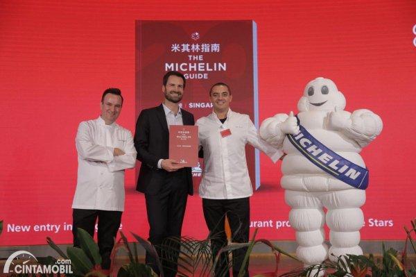 penghargaan Michelin Star dengan logo ban Michelin