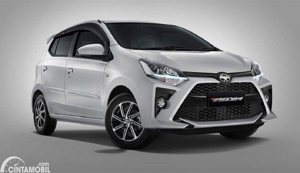 mobil baru Toyota Agya berwarna abu-abu