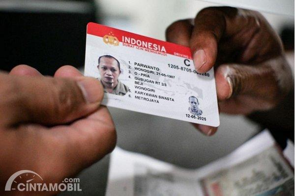 Gambar menujukan SIM