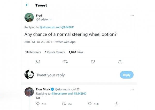 Gambar menunjukkan Elon Musk menjawab tidak untuk opsi setir bundar Tesla Model S