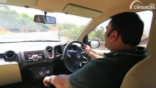 setir Honda Brio yang sedang digunakan