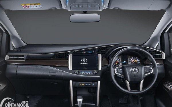 dashboard Kijang Innova G Luxury berwarna hitam