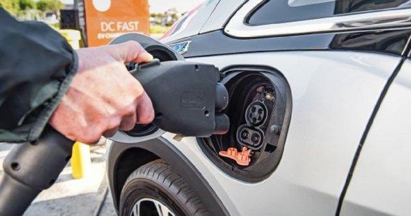 Gambar menunjukan Mobil listrik