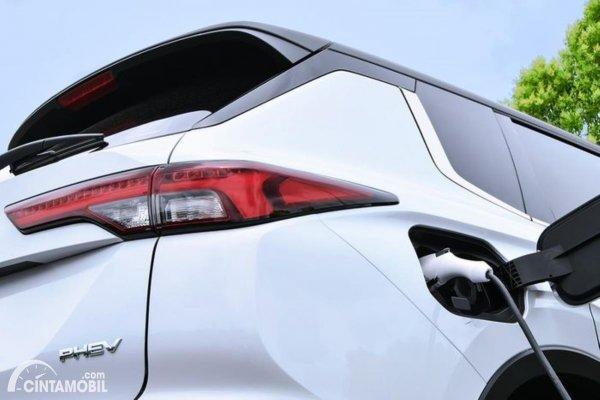 Gambar Mitsubishi Outlander PHEV Terbaru