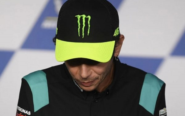 Gambar menujukan Rossi