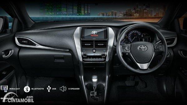 beda Toyota Yaris GR Sportibo dengan interior hitam