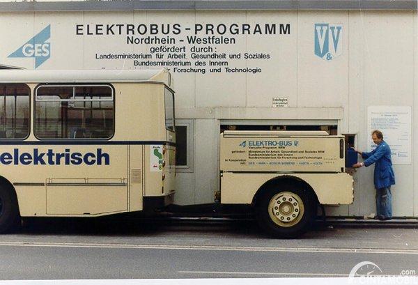 gambar bus listrik