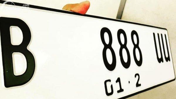 plat nomor putih berubah dari warna hitam