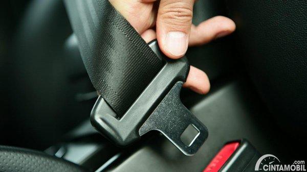 Fitur keselamatan seat belt