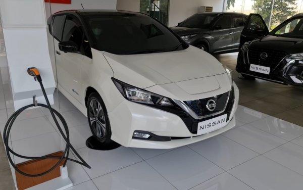 Foto Nissan Leaf di salah satu dealer Nissan Jakarta