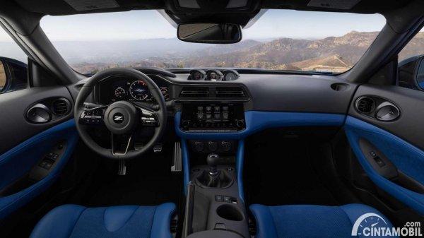 interior Nissan Z Coupe 2022 berwarna hitam