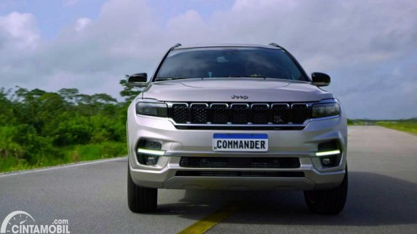 gambar jeep commander