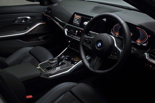 Gambar menunjukan Interior mobil