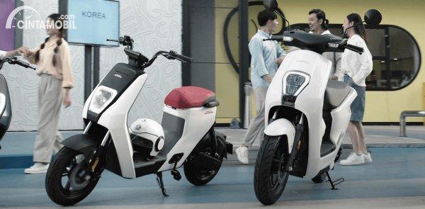 Honda U-BE dan Honda U-GO berwarna putih