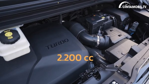 Foto menunjukkan Mesin diesel Hyundai Staria