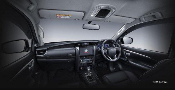 Foto menunjukkan Dashboard Toyota Fortuner GR Sport