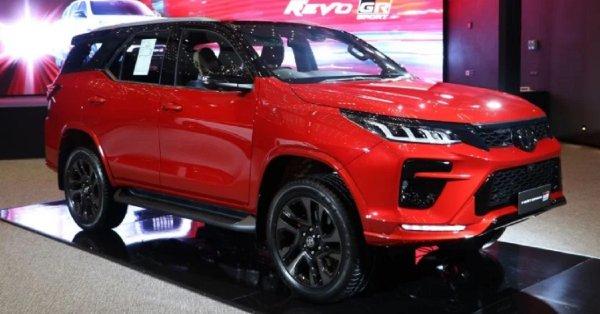 Gambar menunjukan mobil Toyota