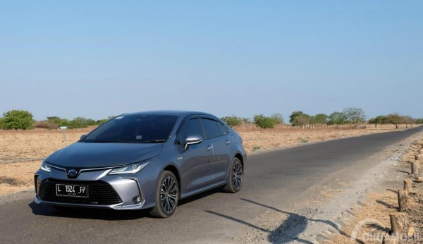 Gambar Toyota Corolla Altis Hybrid