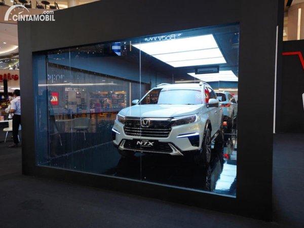 mobil konsep Honda N7X di balik kandang kaca