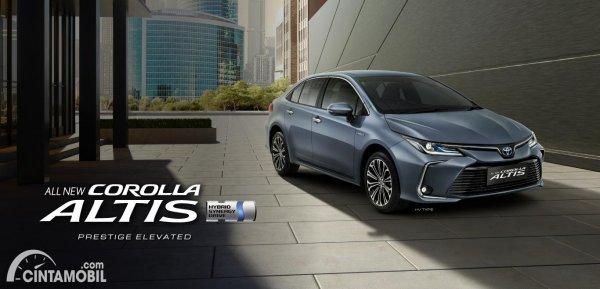 mobil baru Toyota Corolla Altis 2021 berwarna abu-abu