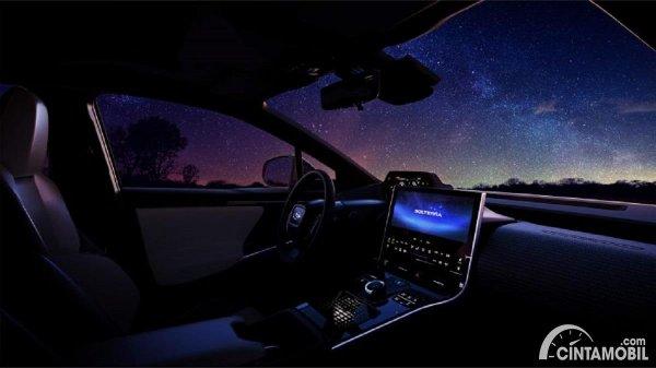 interior Subaru Solterra dengan head unit yang lebar