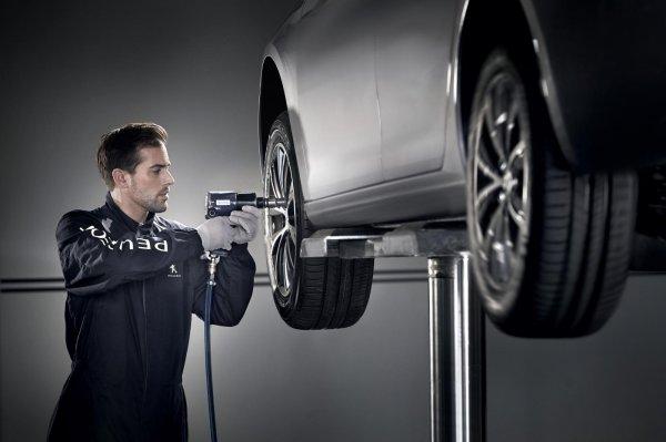 Gambar menunjukan Baut mobil