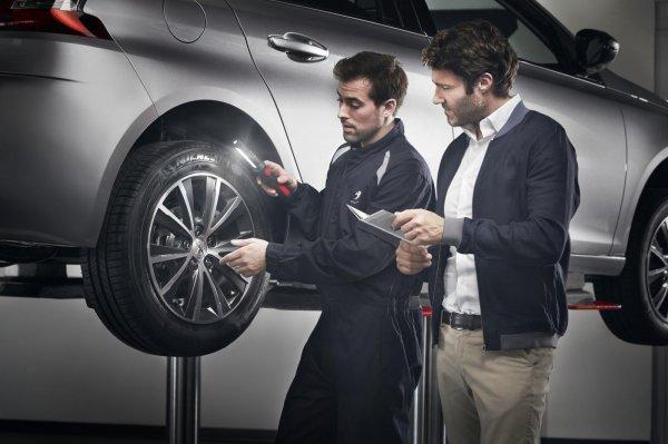 Gambar menunjukan Pasang baut mobil